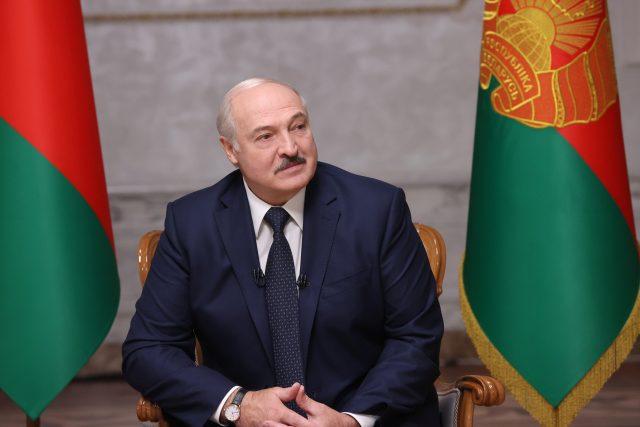 Podle úřadů volby pošesté vyhrál Alexandr Lukašenko, tentokráte s více než 80 procenty hlasů