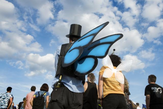 """Protestující přišli na Letnou třeba i jako v současnosti zpopularizovaní """"motýle"""""""