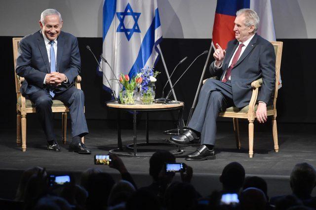 Izraelský premiér Benjamin Netanjahu (vlevo) s českým prezidentem Milošem Zemanem