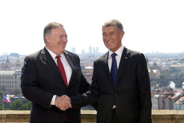 Premiér Andrej Babiš (vpravo) se 12. srpna 2020 v Kramářově vile v Praze setkal s americkým ministrem zahraničí Mikem Pompeem