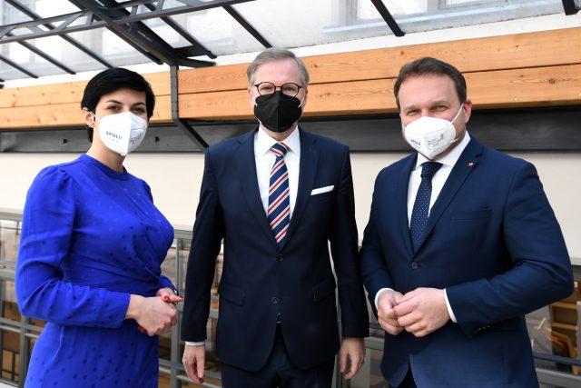 Koalice Spolu: zleva předsedkyně TOP 09 Markéta Pekarová Adamová, předseda ODS Petr Fiala a předseda KDU-ČSL Marian Jurečka