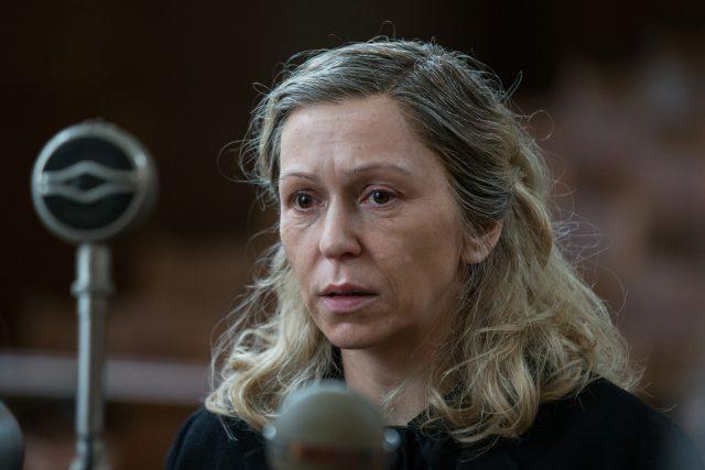 Zuzana Stivínová jako Jiřina Štěpničková v televizním filmu Proces