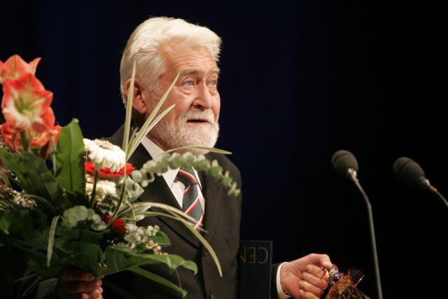 Ilja Racek při přebírání ceny Thalie v roce 2008