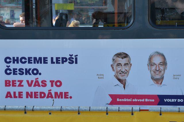 Jaromír Ostrý na volebním plakátu vedle šéfa hnutí ANO Andreje Babiše.