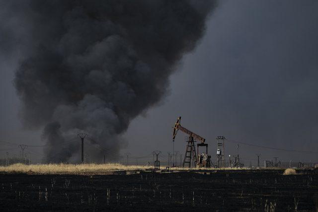 ropné pole ropný vrt těžba útok požár
