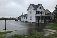 Meteorologové varují před hurikánem Florence. Pro komunitu téměř 500 lidí na malém ostrově Tangier to nevěstí nic dobrého