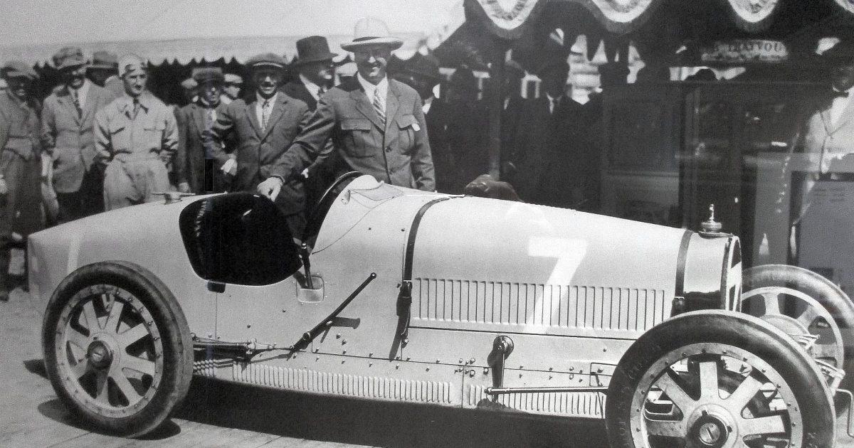 ab6080bb10ee Bugatti  Legendární auto
